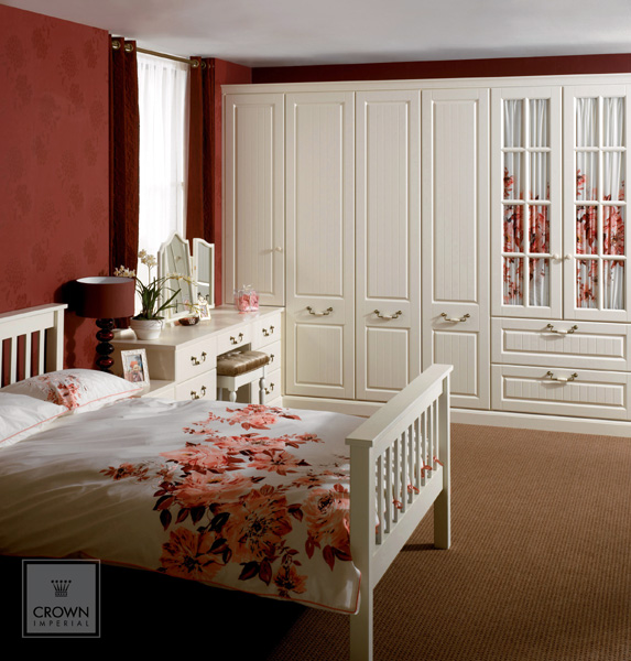 Bedroom fitter bespoke bedroom design in essex craig smith for Fitted bedroom ideas for small rooms